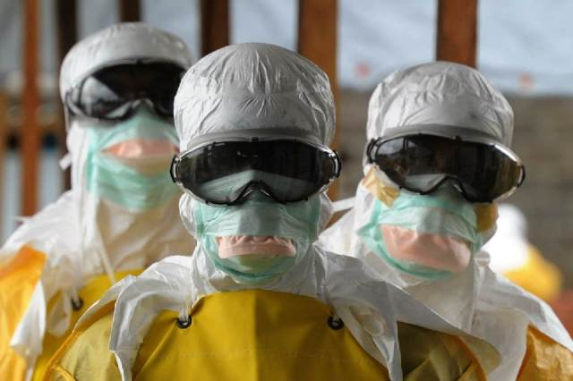 Medical workers from Médecins Sans Frontières (Doctors Without Borders) in protective equipment, items the developed world has but that Africa is in dire need of. Source: AFP/Dominique Faget